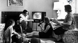 Family_watching_telemouche_1958